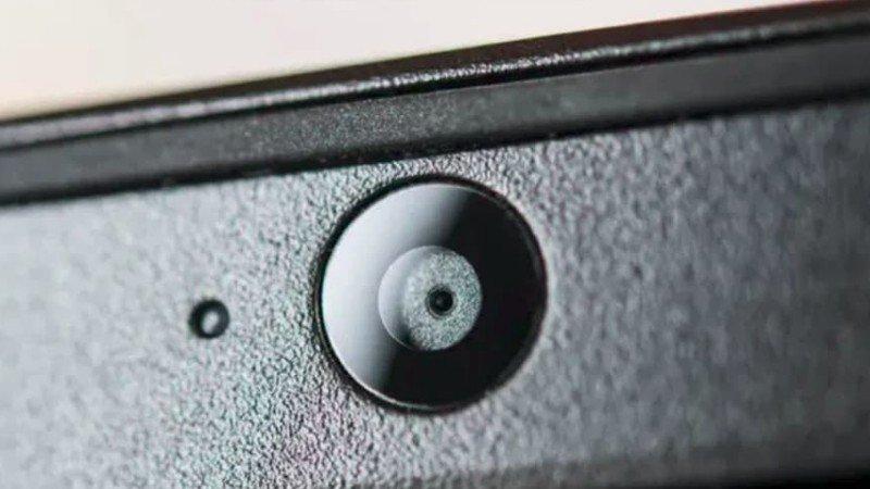 Почему стоит закрывать веб-камеру вашего ноутбука