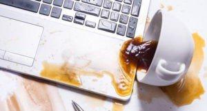 Read more about the article Что делать, если вы пролили воду или кофе на свой ноутбук