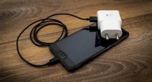 Read more about the article Стоит ли покупать быстрое зарядное устройство для своего смартфона?